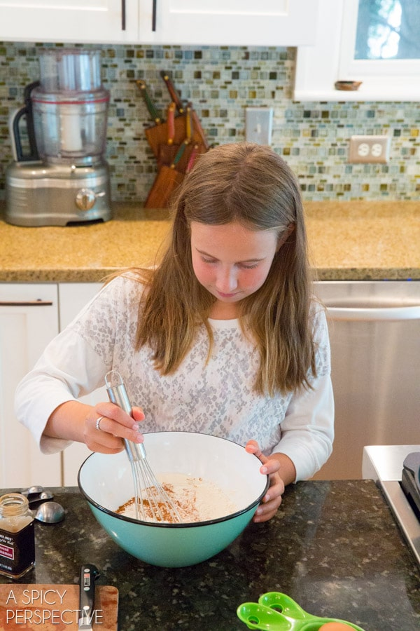 Kid-Friendly Cinnamon Pancakes + Peach Syrup Recipe #backtoschool #pancakes #peach