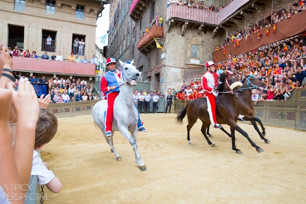 Palio Race in Siena, Italy #travel #italy #tuscany #traveltuesday
