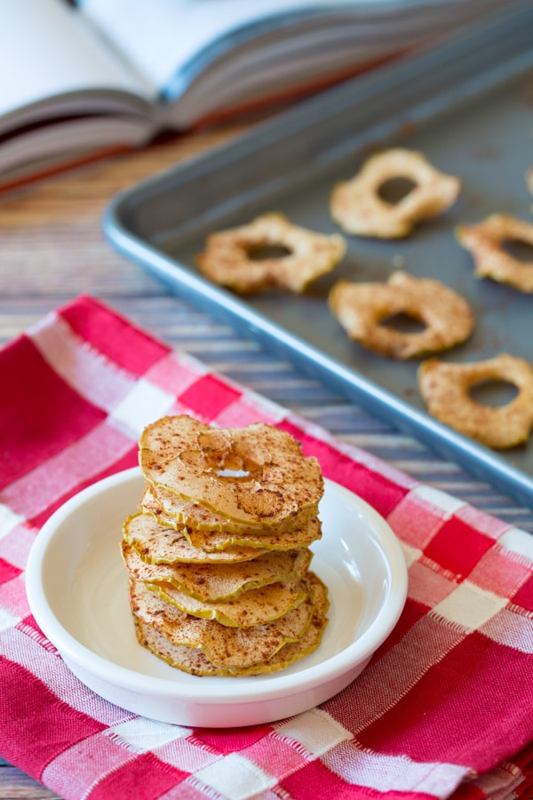 Easy Baked Apple Chips #healthy #fall #apple