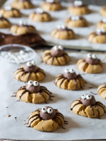 Creepy Chocolate Peanut Butter Cookies - SPIDERS! #halloween #spiders