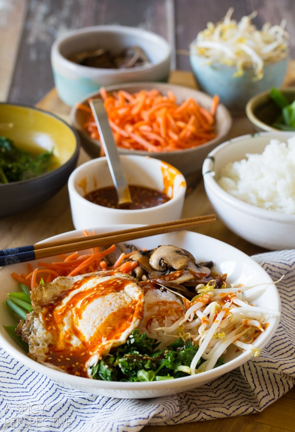 Easy Korean Bibimbap - Rice and Veggie Bowl with a Fried Egg and Gochujang Sauce #vegetarian #healthy #Korean