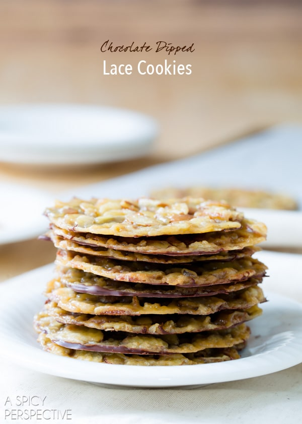 Chocolate Dipped Lace Cookies #christmas #christmascookies #lacecookies