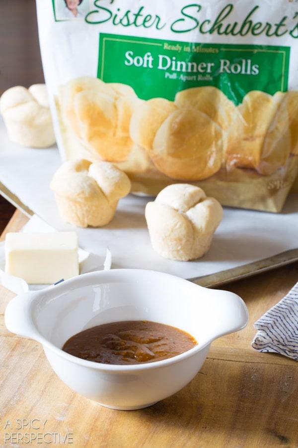 Easy Pumpkin Spice Latte Yeast Rolls! #pumpkin #pumpkinspicelatte #yeastrolls #thanksgiving #holidays