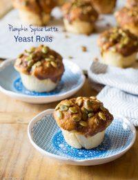 Pumpkin Spice Latte Yeast Rolls! #pumpkin #pumpkinspicelatte #yeastrolls #thanksgiving #holidays