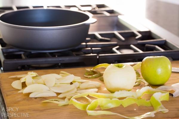 How To - Mini Caramel Apple Cinnamon Rolls #caramelapple #cinnamonrolls #holiday #breakfast