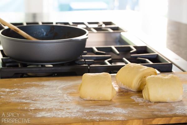 How to Make Mini Caramel Apple Cinnamon Rolls #caramelapple #cinnamonrolls #holiday #breakfast