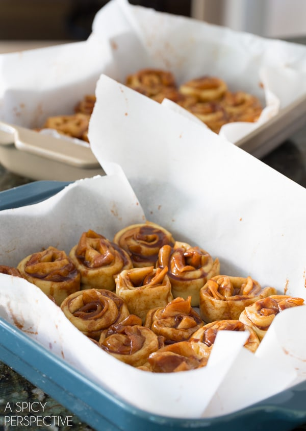 How To: Mini Caramel Apple Cinnamon Rolls #caramelapple #cinnamonrolls #holiday #breakfast