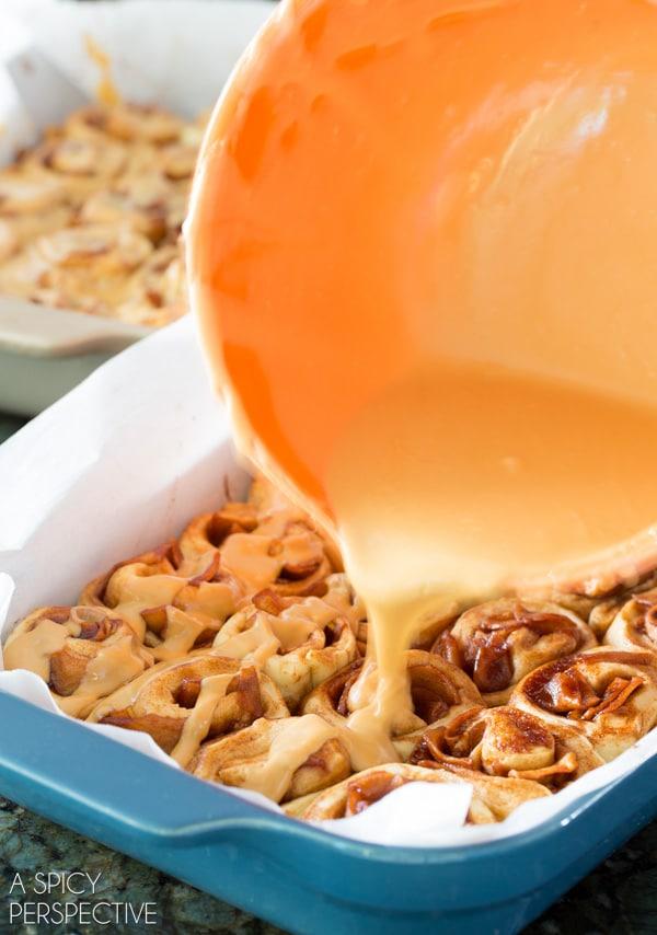 The Best Mini Caramel Apple Cinnamon Rolls #caramelapple #cinnamonrolls #holiday #breakfast