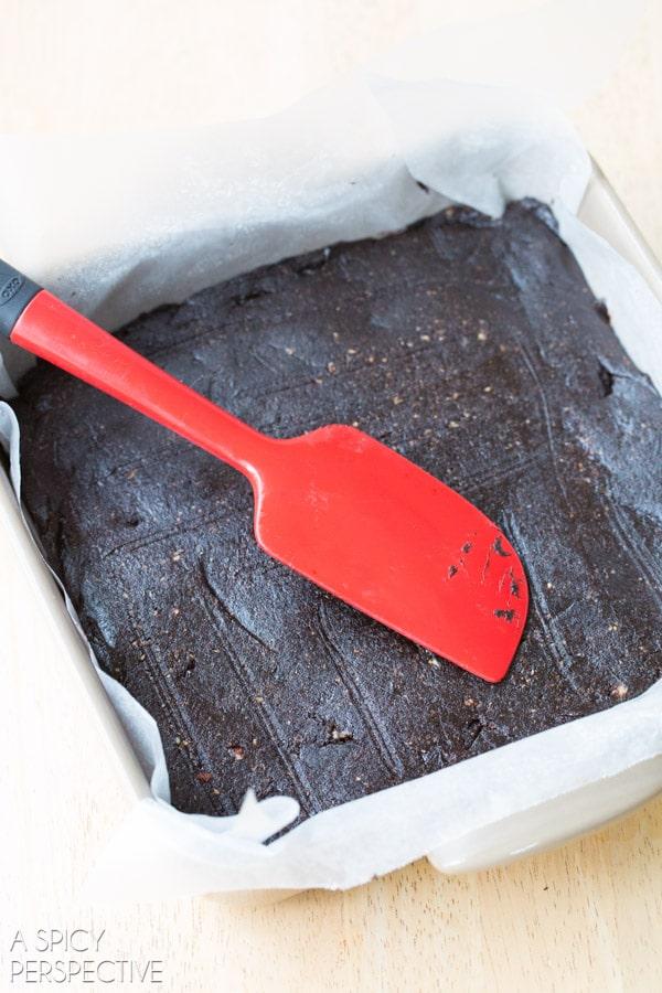 Simple 5 Ingredient Paleo Brownies #paleo #raw #vegan #glutenfree