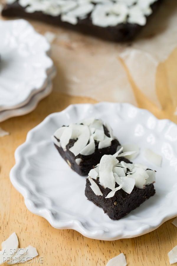 How to Make 5 Ingredient Paleo Brownies #paleo #raw #vegan #glutenfree