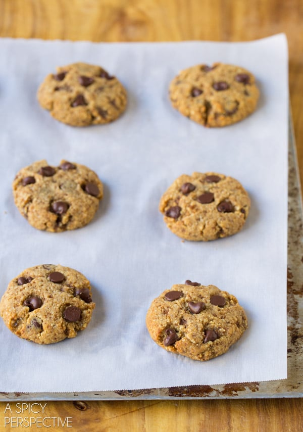 Easy PALEO Chocolate Chip Cookies! #paleo