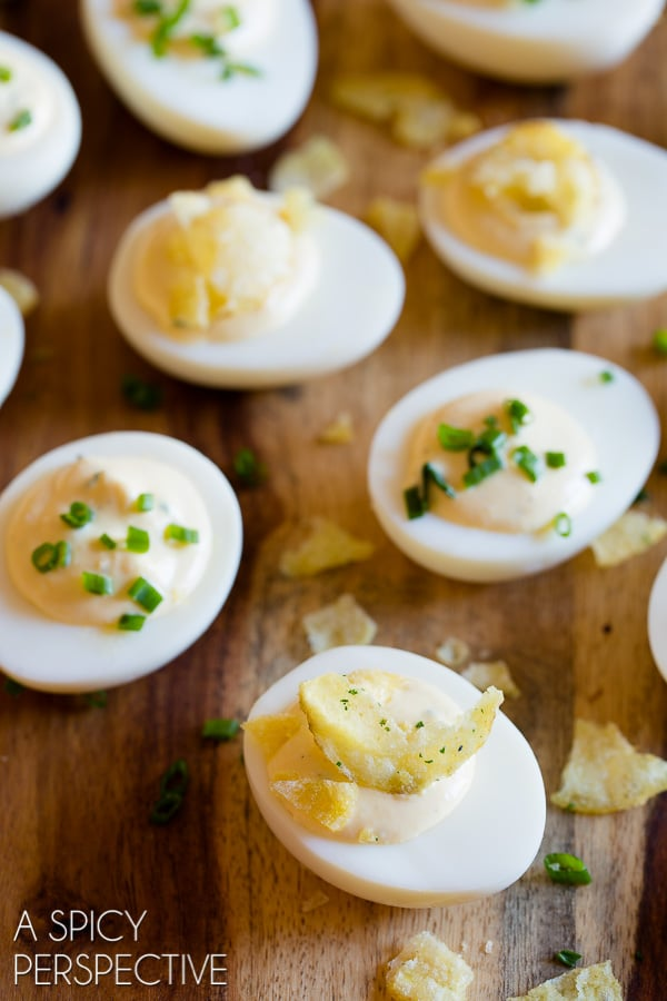 Zippy 6-Ingredient Sour Cream and Onion Dip Deviled Egg Recipe #easter #spring #deviledeggs