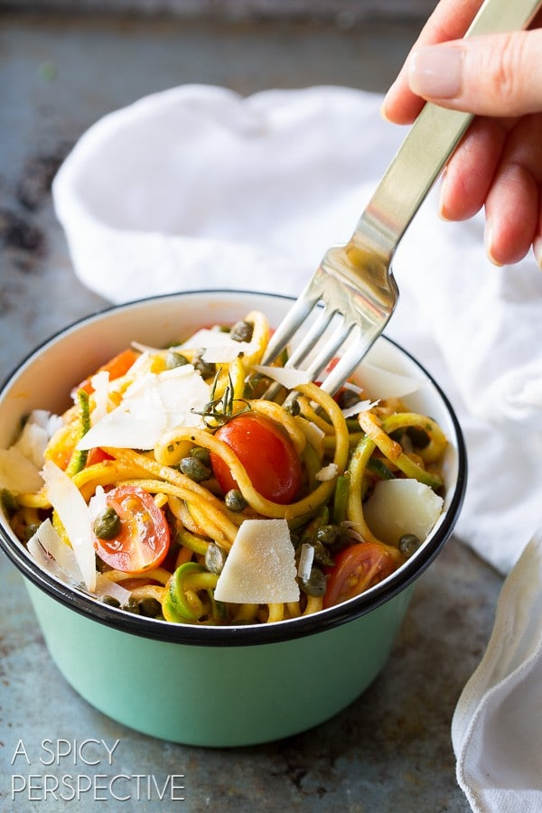 Quick 5-Ingredient Zoodles with Capers and Cherry Tomatoes on ASpicyPerspective.com #raw #healthy
