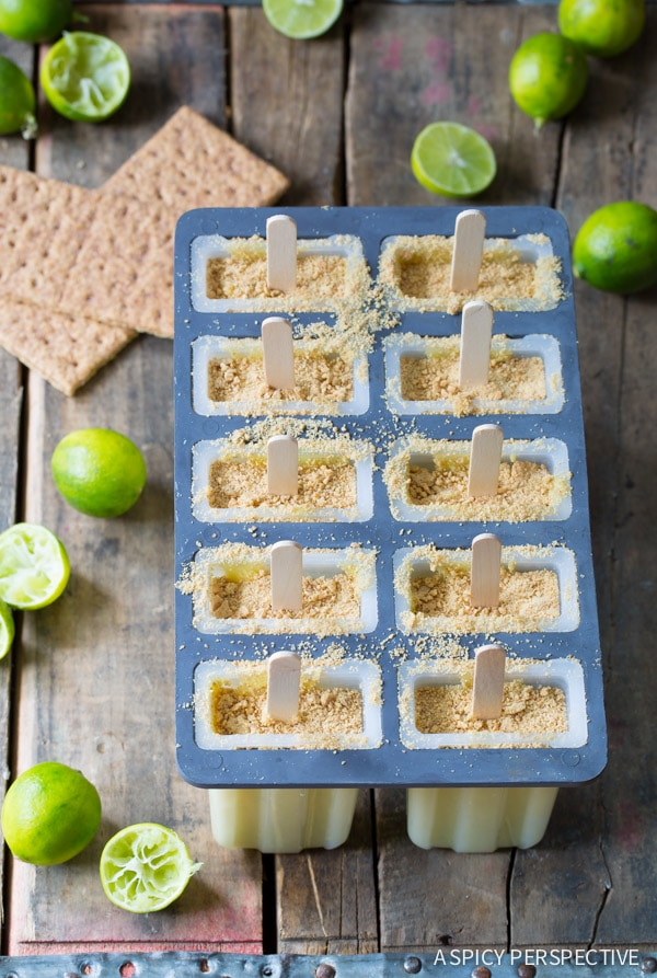 How to Make 5-Ingredient Key Lime Pie Pudding Pops on ASpicyPerspective.com #frozen #puddingpops #keylimepie