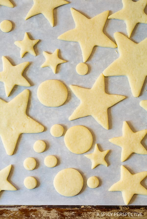 How to Make 3D Christmas Tree Cookies on ASpicyPerspective that make fantastic edible gifts!