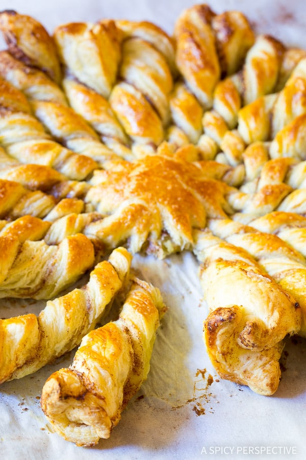 Best Easy 4-Ingredient Sunburst Pull Apart Bread on ASpicyPerspective.com