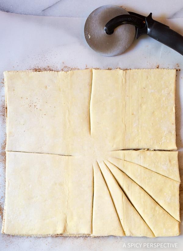 How to Make Easy 4-Ingredient Sunburst Pull Apart Bread on ASpicyPerspective.com