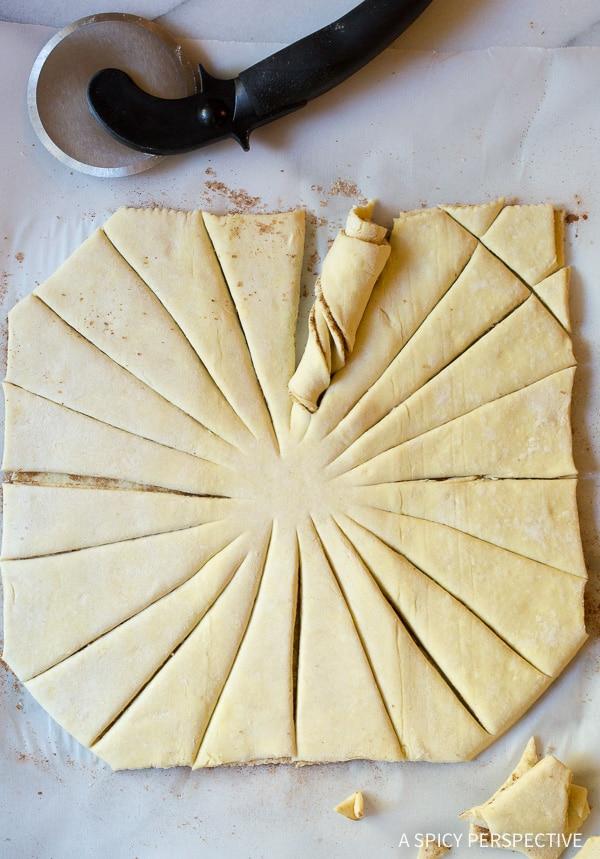 How To: Easy 4-Ingredient Sunburst Pull Apart Bread on ASpicyPerspective.com