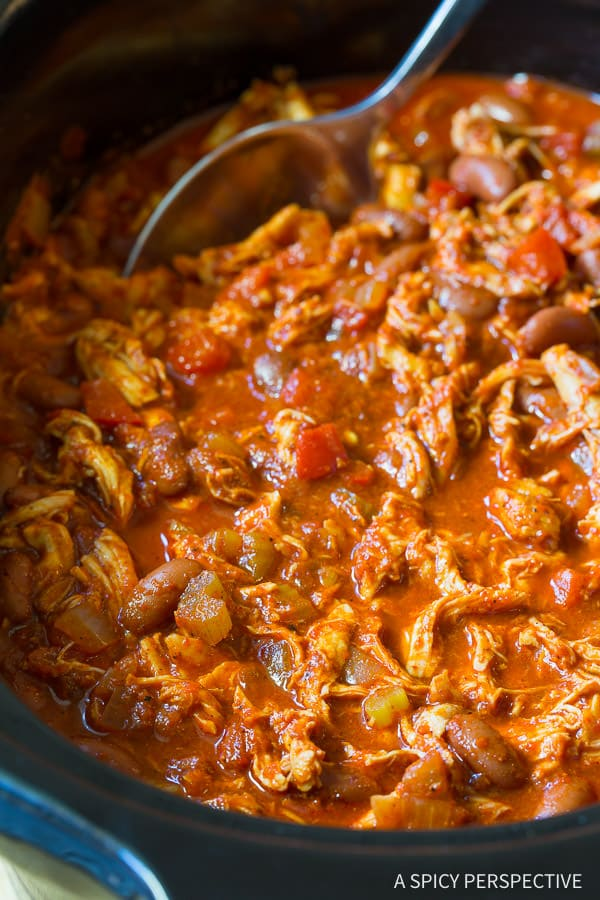 Healthy Slow Cooker Roasted Red Pepper Chicken Chili Recipe | ASpicyPerpective.com