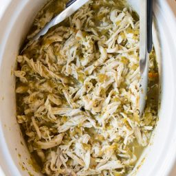 2-Ingredient Crockpot Taco Chicken (Low Carb, Low Fat, Gluten Free!) #slowcooker