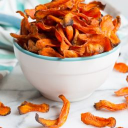 Healthy Baked Carrot Chips Recipe #glutenfree #paleo #vegan