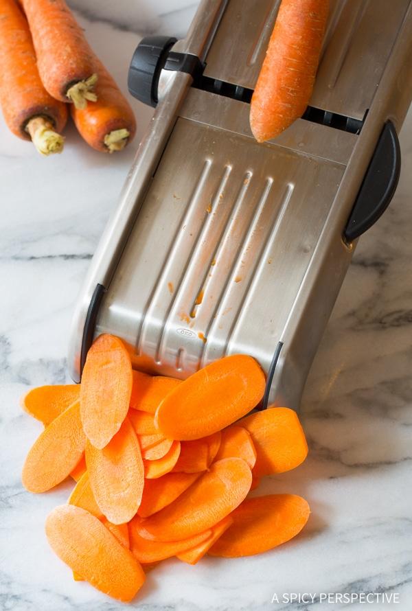 Must-Make 5-Ingredient Healthy Baked Carrot Chips Recipe #glutenfree #paleo #vegan