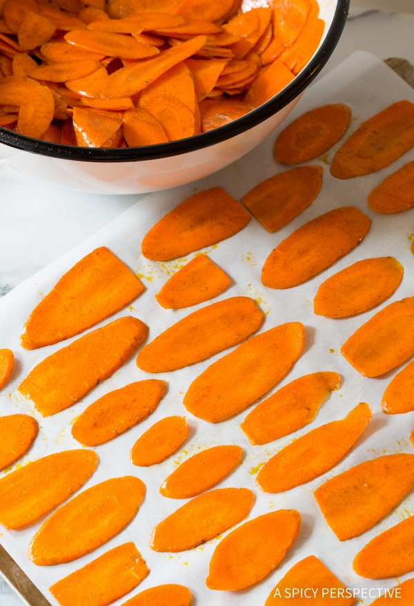 How to Make 5-Ingredient Healthy Baked Carrot Chips Recipe #glutenfree #paleo #vegan