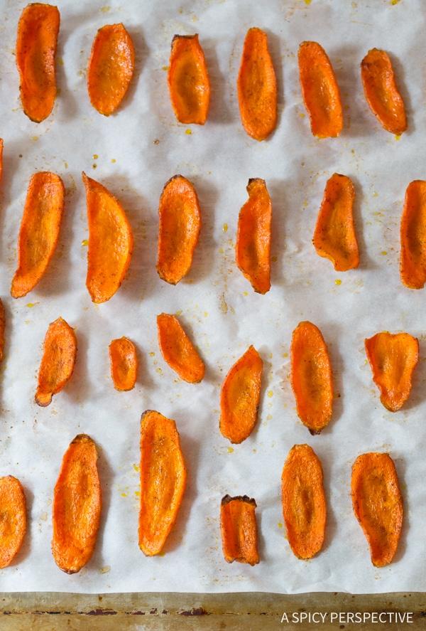 Perfect 5-Ingredient Healthy Baked Carrot Chips Recipe #glutenfree #paleo #vegan