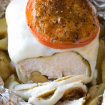 Fresh Caprese Chicken Foil Packets Recipe