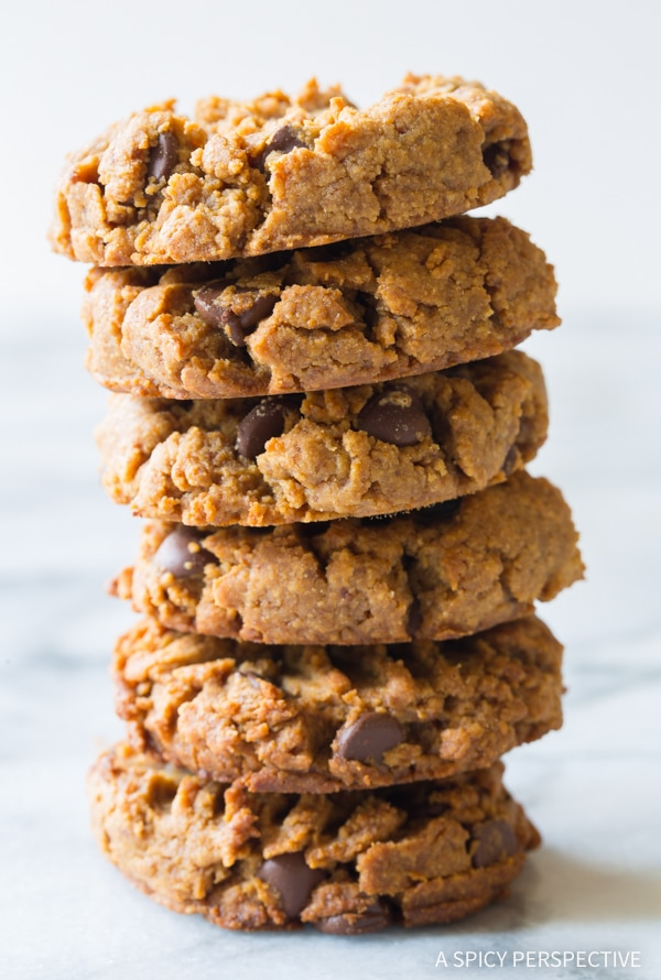 THE Magic 4-Ingredient Chocolate Chip Cookies Recipe #healthy #lowcarb #glutenfree #paleo #vegan