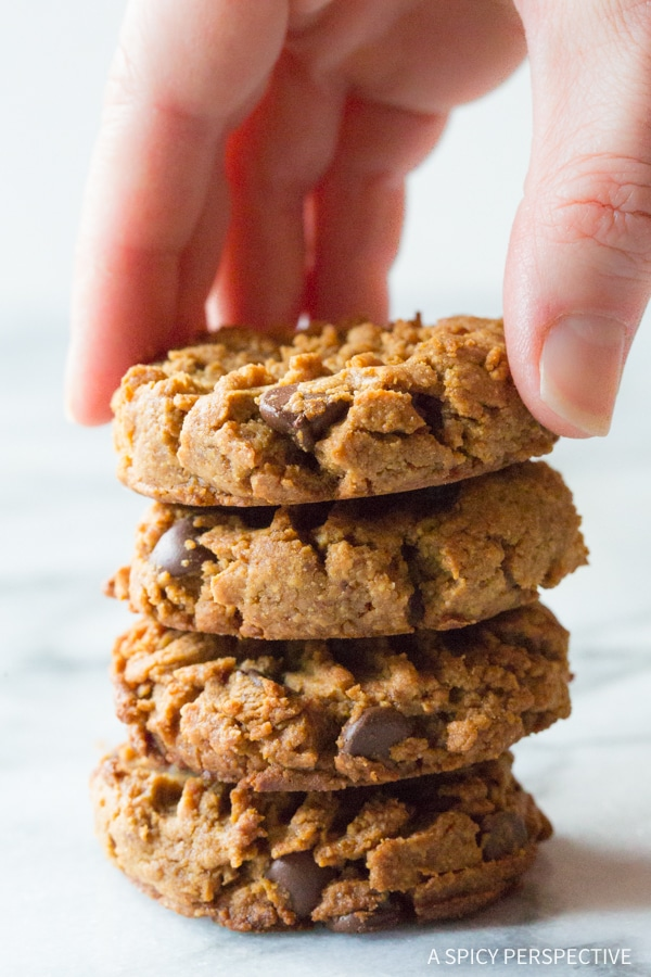 BEST Magic 4-Ingredient Chocolate Chip Cookies Recipe #healthy #lowcarb #glutenfree #paleo #vegan