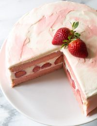 Fresh Strawberry Lemonade Cake Recipe
