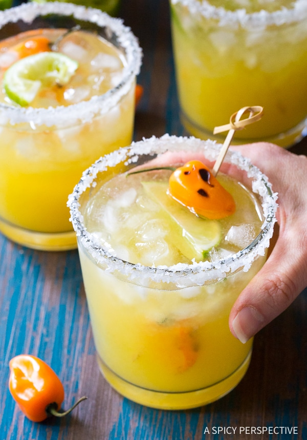 Awesome Spicy Habanero Pineapple Margaritas Recipe for Cinco de Mayo and summer parties!