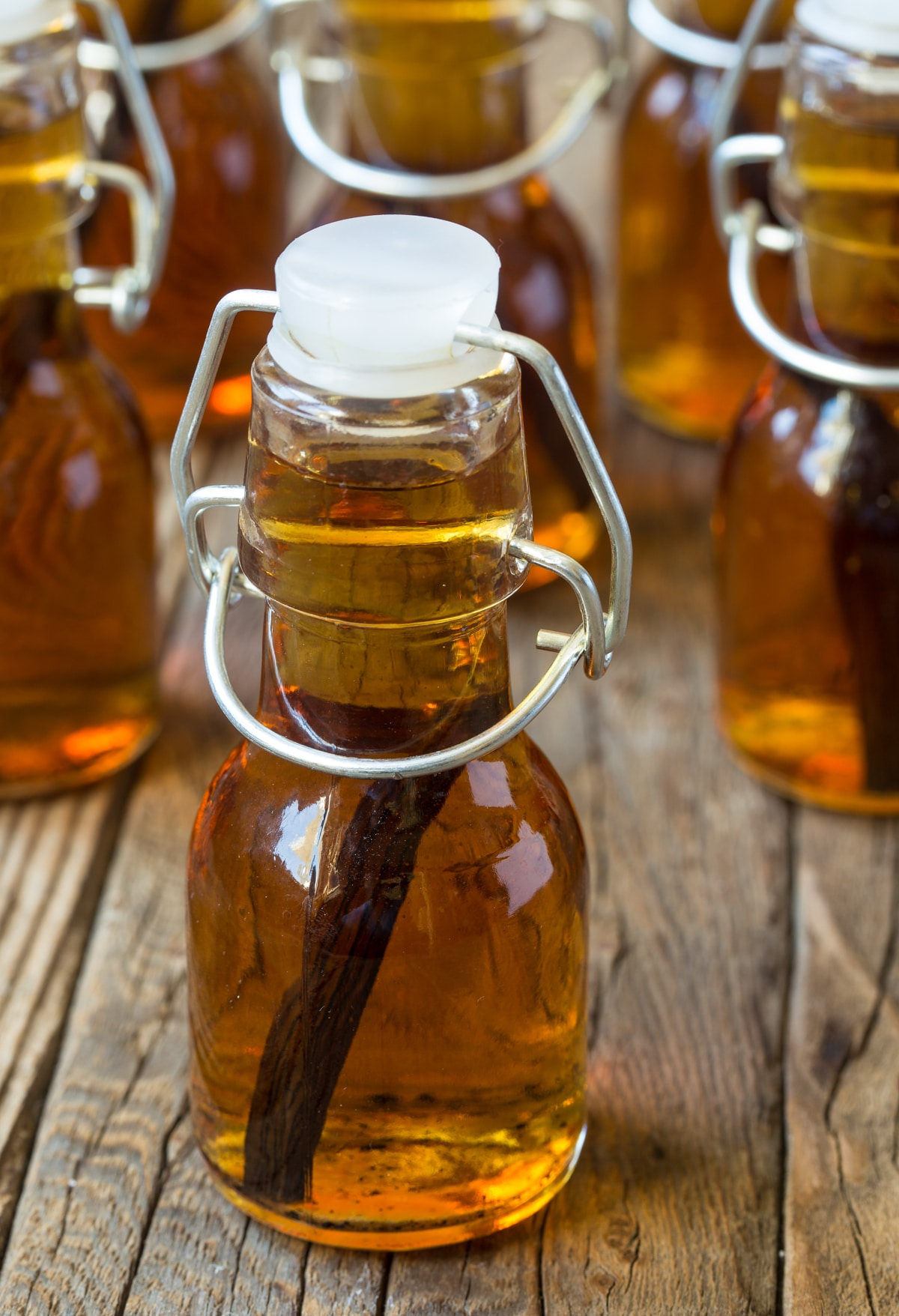 Perfect Homemade Bourbon Vanilla Extract Recipe #ASpicyPerspective #giftideas #ediblegifts