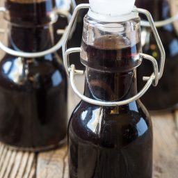 The BEST Homemade Bourbon Vanilla Extract Recipe #ASpicyPerspective #giftideas #ediblegifts