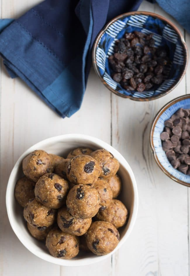 Easy No-Bake Oatmeal Energy Balls Recipe #Vegan #ASpicyPerspective