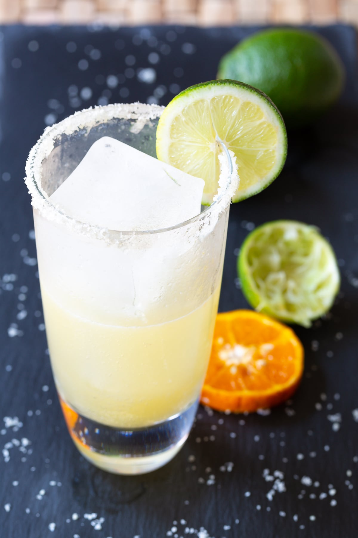 Easy Margarita Recipe on the Rocks! #CincodeMayo #Margaritas #margs #Mexican #Cocktails #tequila