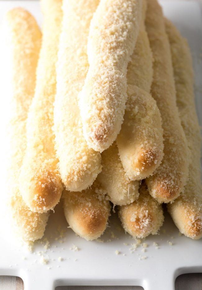 Homemade Breadsticks Recipe (2 Ways!) Copycat Olive Garden Breadsticks & Little Caesars Crazy Bread #ASpicyPerspective #breadsticks #copycat #takeout