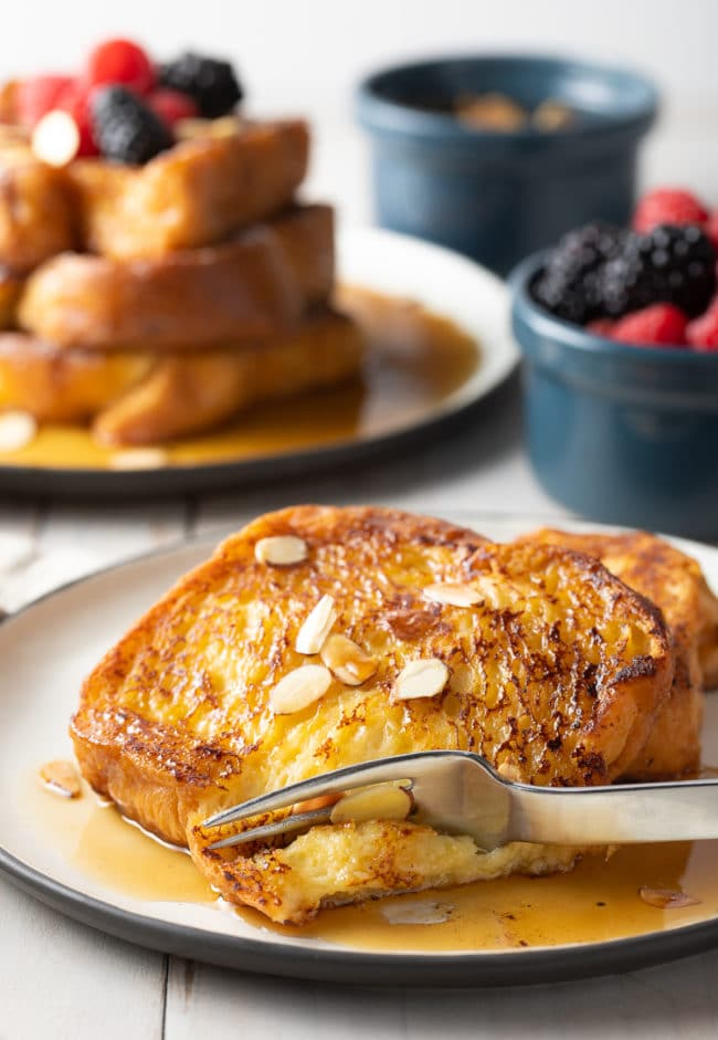 Easy French Toast Recipe (Pain Perdu Recipe) #ASpicyPerspective #frenchtoast #painperdu #breakfast