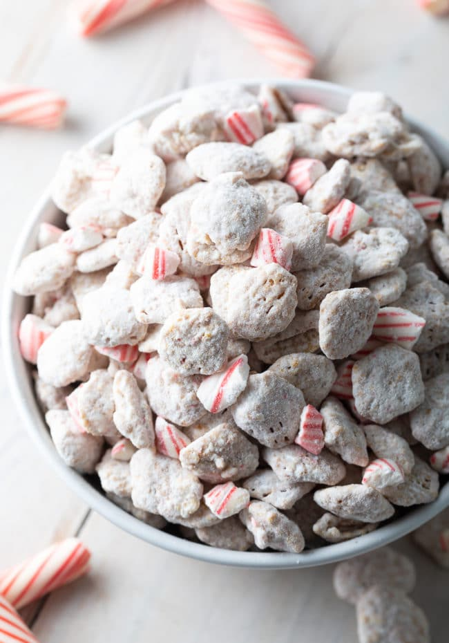 4-Ingredient Peppermint Muddy Buddy Recipe: How to Make Puppy Chow for the holidays! These Gluten-Free Muddy Buddies make great edible gifts! #ASpicyPerspective #muddybuddy #puppychow #ediblegifts #peppermint #muddybuddies #holiday #christmas