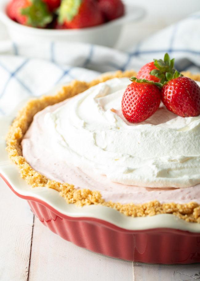 the best no-bake strawberry cream pie