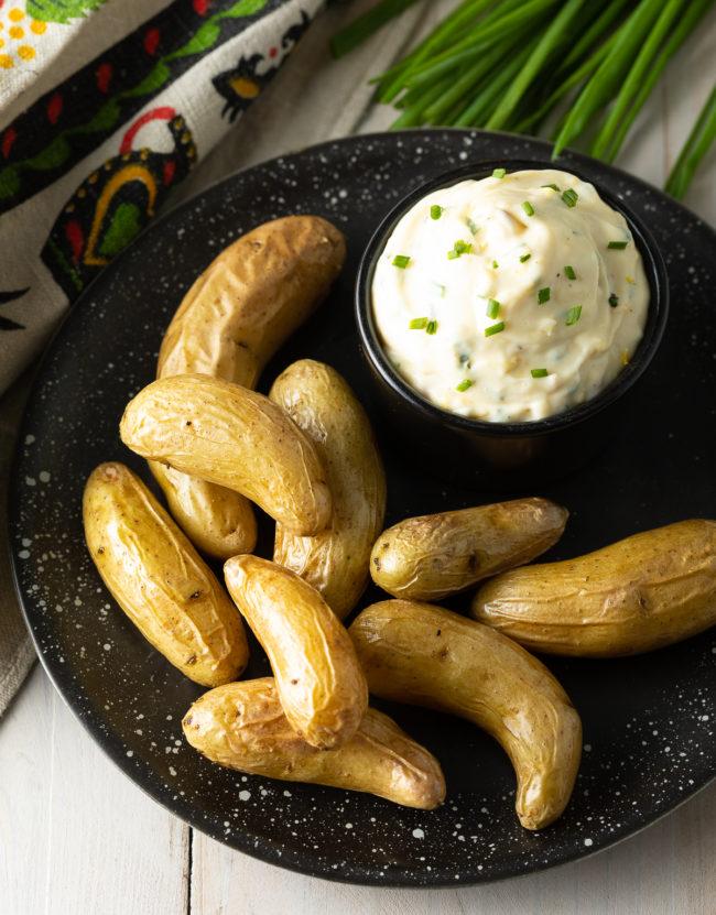 (Magic) Easy Aioli Sauce Recipe with Garlic Lemon-Herb