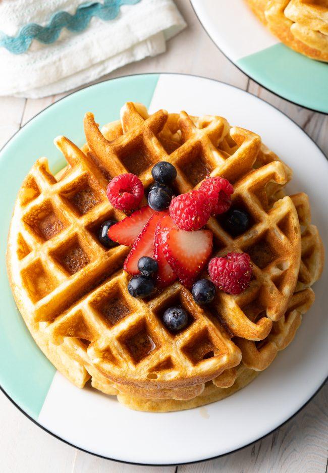easy waffle recipe (fluffy and crispy waffles)