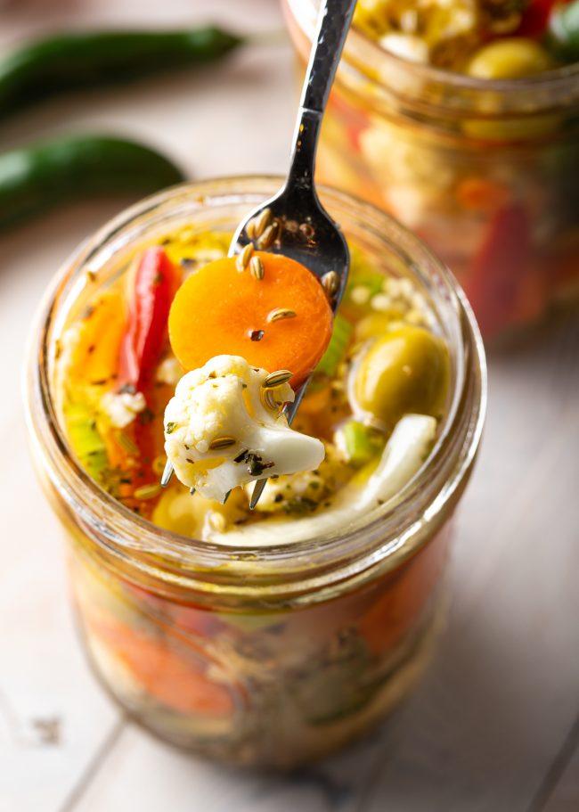 carrots, cauliflower, brine, seasonings for easy refrigerator pickles recipe