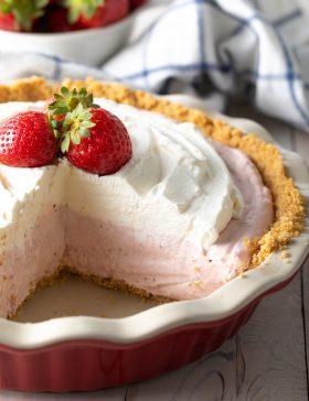 Fluffy No-Bake Strawberry Cream Pie Recipe