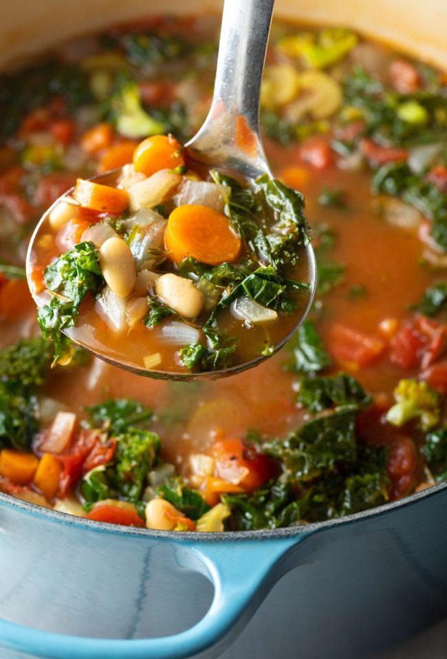 kale and white bean vegan soup