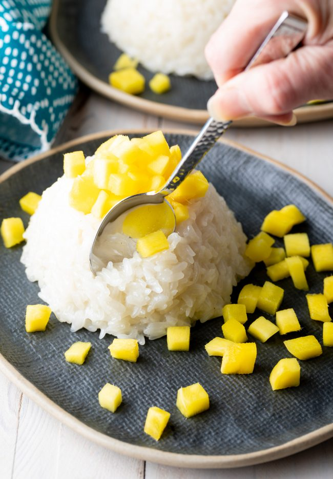 how to make coconut sticky rice with mangoes