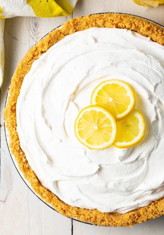 no bake cold lemon pie with fresh lemon slices