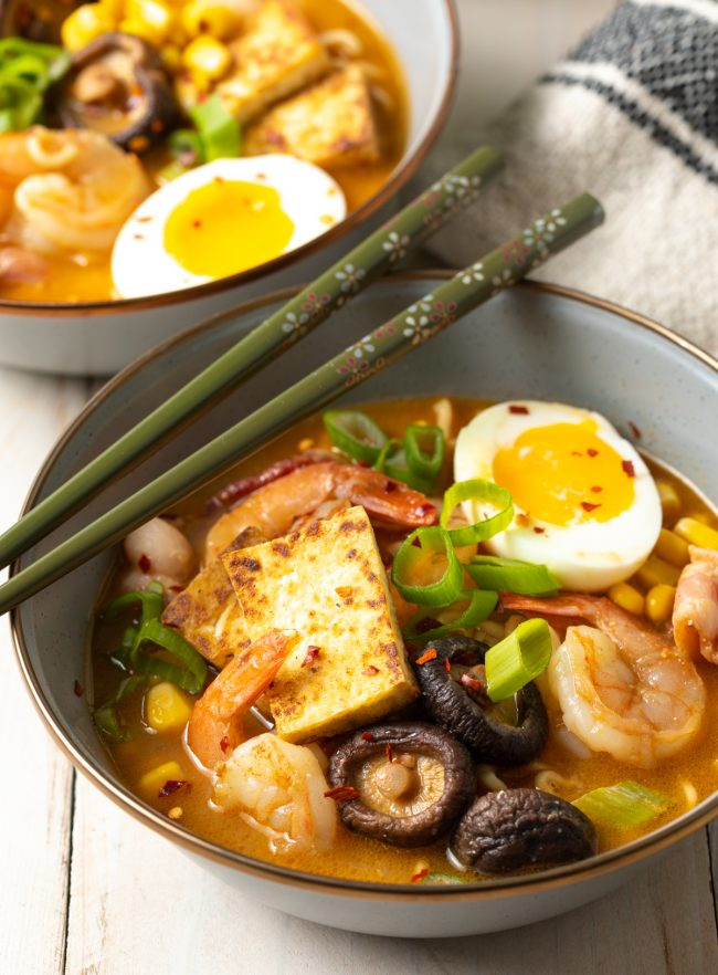 easy ramen recipe with shrimp, tofu, eggs, mushrooms, and bacon